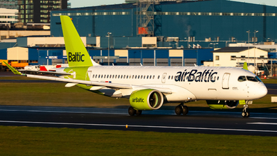 A picture of YLCSA - Airbus A220300 - Air Baltic - © Hugo-Cristopher Saar
