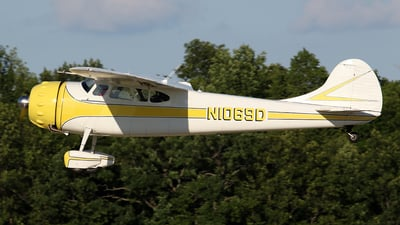 N1069D - Cessna 195A - Private