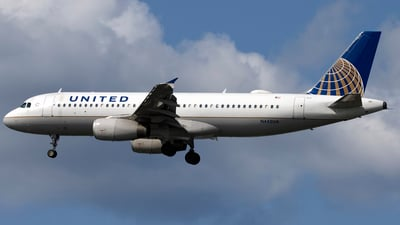 A picture of N442UA - Airbus A320232 - United Airlines - © Sam Randles