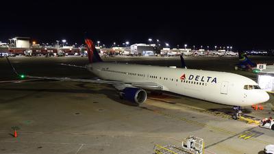 A picture of N169DZ - Boeing 767332(ER) - Delta Air Lines - © Agustin Anaya
