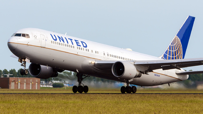 N654UA - Boeing 767-322(ER) - United Airlines
