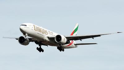 A6-EWJ - Boeing 777-21HLR - Emirates
