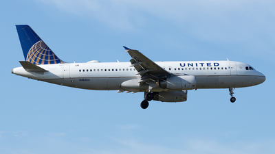 A picture of N464UA - Airbus A320232 - United Airlines - © Yixin Chen