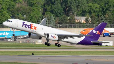 A picture of N965FD - Boeing 757258(SF) - FedEx - © Stephen J Stein