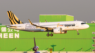 A picture of B50021 - Airbus A320271N - Tigerair Taiwan - © Huang Chengjen