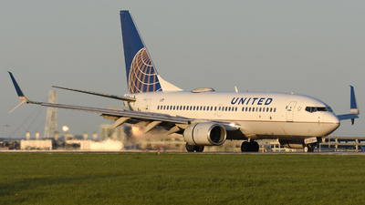 A picture of N17752 - Boeing 73771Q - United Airlines - © DJ Reed - OPShots Photo Team