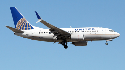 N15710 - Boeing 737-724 - United Airlines