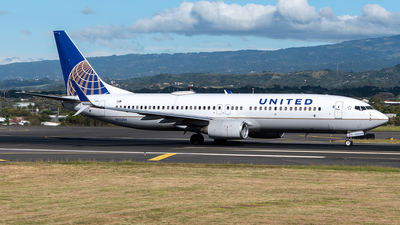 A picture of N33294 - Boeing 737824 - United Airlines - © Cristian Quijano