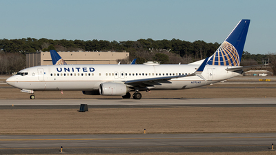 A picture of N77542 - Boeing 737824 - United Airlines - © Yixin Chen