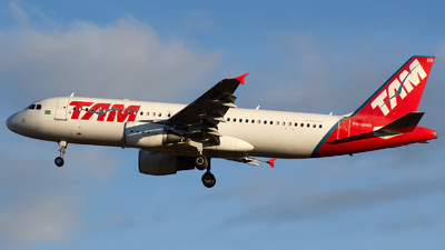 PR-MHR - Airbus A320-214 - TAM Linhas Aéreas