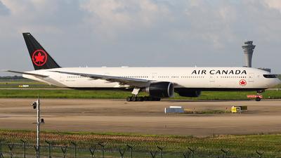 C-FNNQ - Boeing 777-333ER - Air Canada