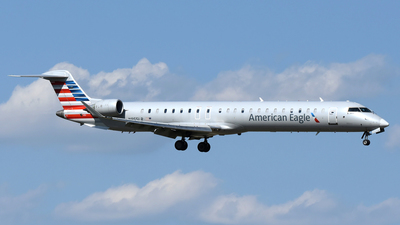 A picture of N955LR - Mitsubishi CRJ900LR - American Airlines - © DJ Reed - OPShots Photo Team