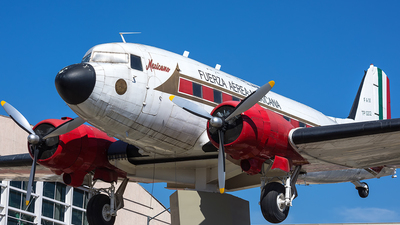 TP-0202 - Douglas DC-3C - Mexico - Air Force