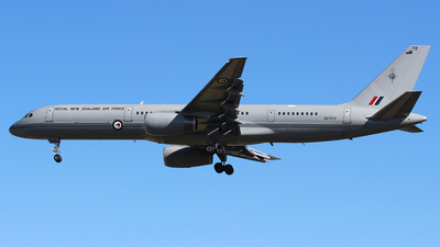NZ7572 - Boeing 757-2K2(C) - New Zealand - Royal New Zealand Air Force (RNZAF)
