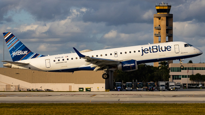 A picture of N346JB - Embraer E190AR - JetBlue Airways - © Zach soflo_spotter