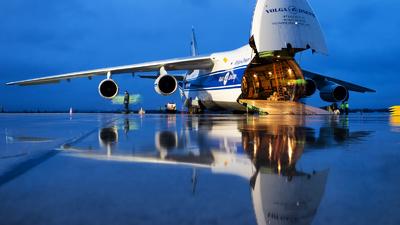 A picture of RA82077 - Antonov An124100 - VolgaDnepr Airlines - © Tomasz Kusnierz
