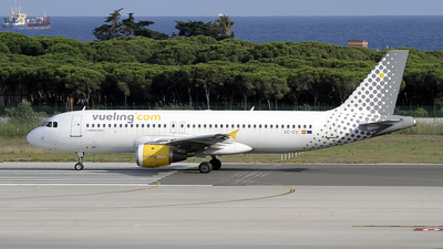 EC-ICS - Airbus A320-211 - Vueling Airlines