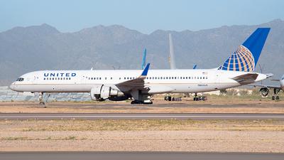 A picture of N505UA - Boeing 757222 - [24626] - © Ricardo de Vries