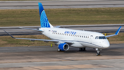 A picture of N87368 - Embraer 175LL - United Airlines - © Roger M