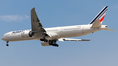 A picture of FGZND - Boeing 777328(ER) - Air France - © Pepe Ancira