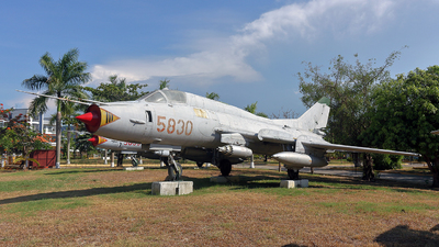 5830 - Sukhoi Su-22M2 Fitter F - Vietnam - Air Force