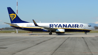 A picture of 9HQCS - Boeing 7378AS - Ryanair - © Lucian Ojog