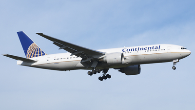 N78005 - Boeing 777-224(ER) - Continental Airlines