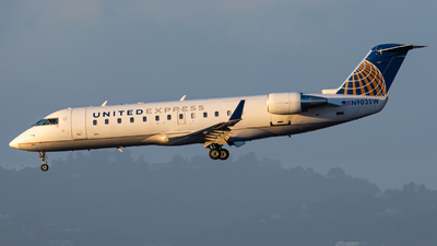 A picture of N903SW - Bombardier CRJ200LR - United Airlines - © AirPilot_Photography
