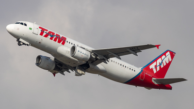 PR-MYV - Airbus A320-214 - TAM Linhas Aéreas
