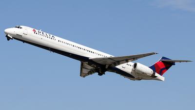 A picture of N922DX - McDonnell Douglas MD9030 - [53584] - © La Roche Spotters