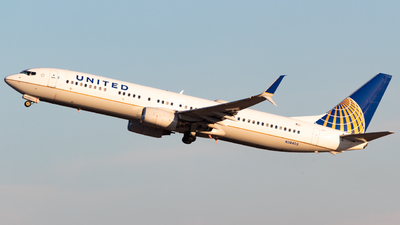 A picture of N38403 - Boeing 737924 - United Airlines - © Saul Hannibal