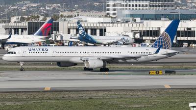 N57869 - Boeing 757-33N - United Airlines