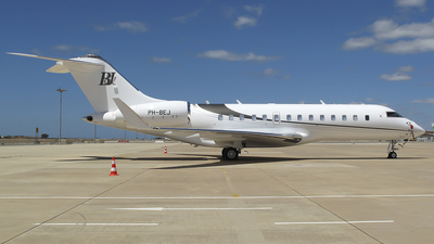 PH-BEJ - Bombardier BD-700-1A11 Global 5000 - Private