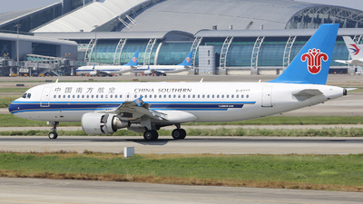 A picture of B6272 - Airbus A320214 - China Southern Airlines - © CrazyChan