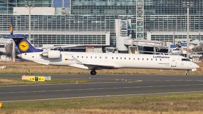 A picture of DACKE - Mitsubishi CRJ900LR - Lufthansa - © Justin Stöckel
