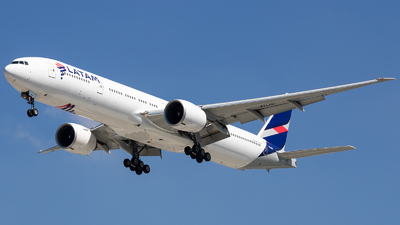 A picture of PTMUE - Boeing 77732W(ER) - LATAM Airlines - © fachetti_spotter
