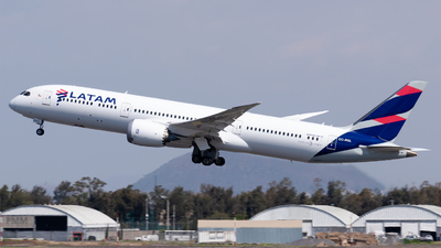 A picture of CCBGL - Boeing 7879 Dreamliner - LATAM Airlines - © Roberto Tirado