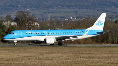 A picture of PHEXC - Embraer E190STD - KLM - © Claude Davet