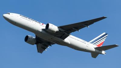 A picture of FGSPG - Boeing 777228(ER) - Air France - © Olivier Landes