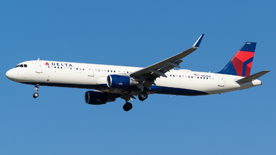A picture of N353DN - Airbus A321211 - Delta Air Lines - © Evan Dougherty