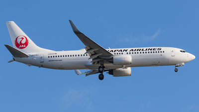 A picture of JA338J - Boeing 737846 - Japan Airlines - © walker2000