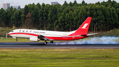 A picture of B2686 - Boeing 7378Q8 - Shanghai Airlines - © woshirenli