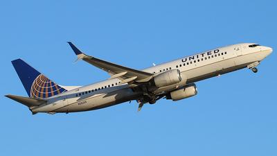 N26215 - Boeing 737-824 - United Airlines
