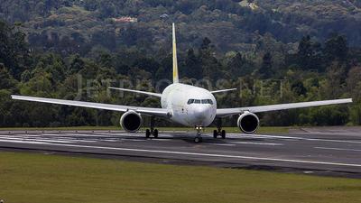 A picture of N771QT - Boeing 767381F(ER) - [33404] - © Felipe Rojas C.