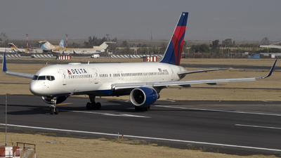 A picture of N658DL - Boeing 757232 - Delta Air Lines - © Caballero Aguila