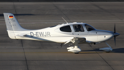 D-EWJR  - Cirrus SR22-GTS - Private