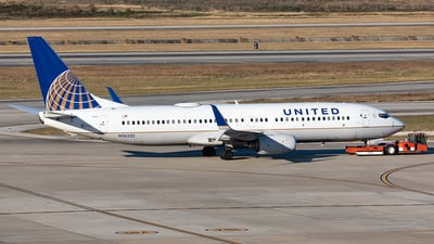 A picture of N26232 - Boeing 737824 - United Airlines - © HAOFENG YU