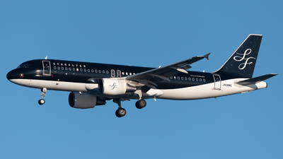 A picture of JA08MC - Airbus A320214 - Starflyer - © Yoshio Yamagishi