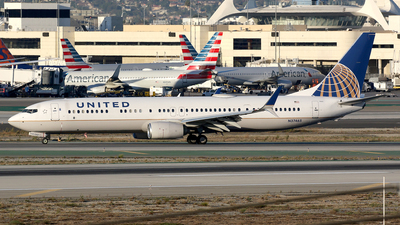 A picture of N37465 - Boeing 737924(ER) - United Airlines - © Stig Rokkones