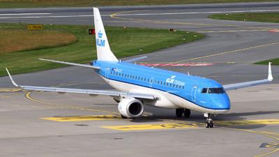 A picture of PHEZC - Embraer E190STD - KLM - © Günther Feniuk